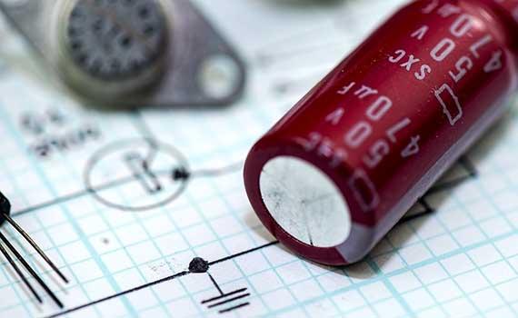 Schaltungstechnik: Reihen- und Parallelschaltung Batterien