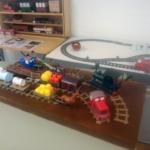 Modelleisenbahn aus Pappe